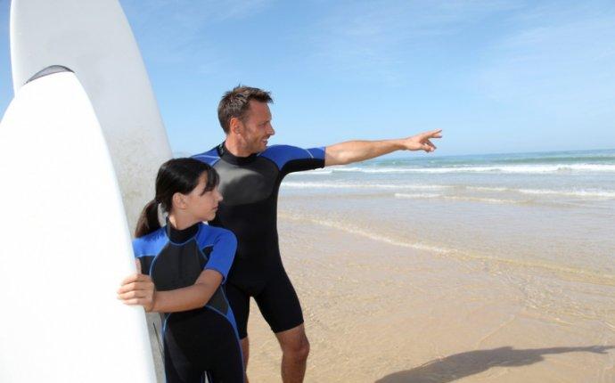 С чего начинается серфинг: как правильно встать на доску и на ней