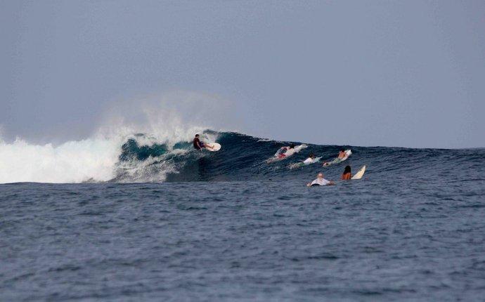 Серфинг на Филиппинах, серф кемпы и русская школа серфинга