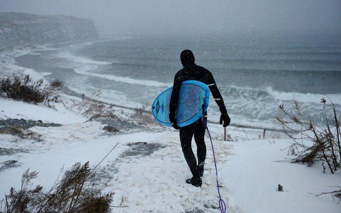 Зимний серфинг на острове Русский во Владивостоке - Владивосток